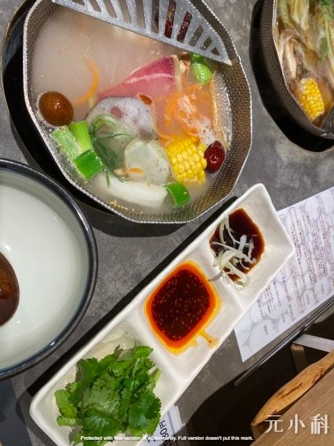 蘸醬中居然有在日本很金貴的香菜,不辣的辣醬